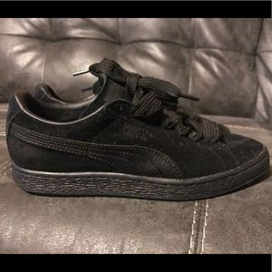Puma Suede Sneakers Size 8.0! Excellent condition.